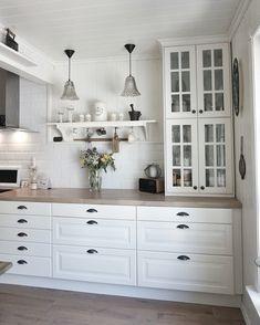 Vitrine-hängeschränke stapeln IKEA kitchen ! #behindabluedoor #kitchen