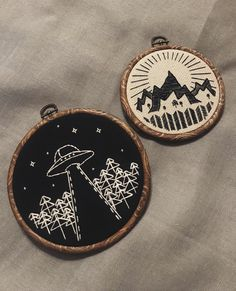 Summits and extraterrestrials - Embroidery Hand Embroidery Stitches, Embroidery Hoop Art, Hand Embroidery Designs, Cross Stitch Embroidery, Creative Embroidery, Modern Embroidery, Sacs Tote Bags, Art Textile, Cross Stitching