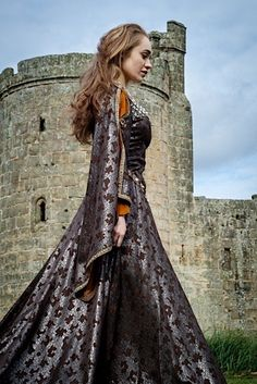Feb 2020 - Read I:Momentous occasion from the story Royal blood🏰- Bughead Au by (A confusing mess) with 491 reads. Medieval Fashion, Medieval Clothing, Historical Clothing, Medieval Costume, Medieval Dress, Yennefer Of Vengerberg, Renaissance Dresses, Shooting Photo, Period Costumes