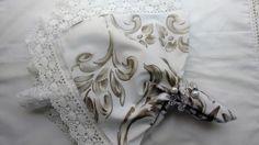 Guardanapo La favelle Arabescos bege. <br> Guardanapo em algodão 260 fios. <br>Medida 47x47 cm. <br>Pedido minimo 06 peças.