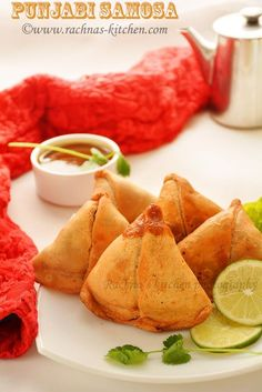 Samosa recipe with video- Punjabi samosa is an appetizing snack prepared with pastry sheet with delicious stuffing of potatoes, peas and spices. This samosa is also known aloo (potato) samosa. Easy Samosa Recipes, Snack Recipes, Pakora Recipes, Appetizer Recipes, Punjabi Samosa, How To Make Samosas, Vegetable Samosa, Tomato Chutney, Indian Food Recipes