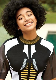 Amandla Stenberg on Meeting Beyoncé and Her Journey To Loving Her Hair - Afro Hair Curly Hair Styles, Natural Hair Styles, Amandla Stenberg, Pelo Natural, Natural Hair Journey, Curly Girl, Afro Hairstyles, Beautiful Black Women, Amazing Women