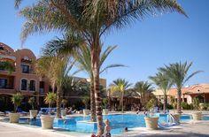 Vergeleken met andere hotels in deze buurt is Jaz Dar el Madina net wat kleiner. En dat maakt het meteen zo'n fijne plek om vakantie te vieren. Een groene oase in Egypte. Maar dan wel één met zeven waterglijbanen, vier restaurants, een actief animatieteam en een langzaam aflopend strand. En maar 300 meter van een fantastisch koraalrif.