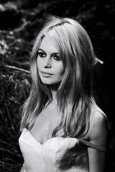 """Brigitte Bardot dans  le film à""""A COEUR JOIE"""" (REPORTERS ASSOCIES) - Muzeo.com"""