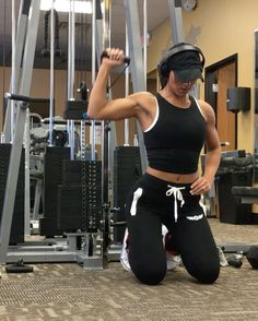 "4,728 Likes, 105 Comments - Jill Christine (@jillchristinefit) on Instagram: ""A little bit of shoulders from yesterday because we trying to build boulders! I love doing…"""