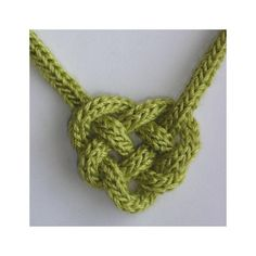 Celtic Heart Knot - - A maddycraft project pattern that combines knitting and knotting. With a few twists and turns, I-Cord becomes a Celtic Heart Knot . Crochet Crafts, Yarn Crafts, Diy Crochet Projects, Crochet Stitches, Knit Crochet, Celtic Heart Knot, Knitting Patterns, Crochet Patterns, Zentangle Patterns