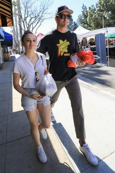 Joey King With Her Boyfriend Goes to the Farmers Market in LA https://ift.tt/2w4ciRb