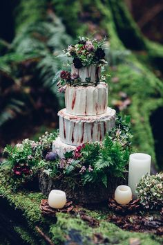 Four tier wedding cake form a woodland styled shoot   Photography by http://missgen.com/