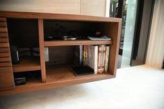 テレビの隠蔽配管と造作テレビボードの工夫 | わんこと暮らすモダンインテリア Bookcase, Shelves, Home Decor, Shelving, Decoration Home, Room Decor, Book Shelves, Shelving Units, Home Interior Design