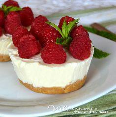 Mini cheesecake ai lamponi e ricotta, dolce leggero senza cottura