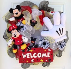MINNIE MOUSE IS NOT TO BE ON THE WREATH! In place of Minnie mouse, a black Mickey ear hat will be used. Wreath will consist of Mickey, white glove and black hat. Minnie antenna topper will be removed as well. Mickey Mouse Wreath, Disney Wreath, Mickey Mouse Christmas, Mickey Mouse And Friends, Mickey Mouse Birthday, Mickey Minnie Mouse, Holiday Wreaths, Holiday Crafts, Christmas Decorations