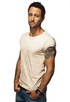 Alex O'Loughlin- omg