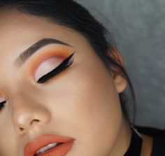 Blended chickadee, Morocco, bada Bing in the crease then cut the lid using shimma shimma. (Tutorial on my YT channel @makeupbymelic_)