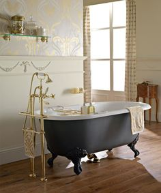 Retro Badewanne von Sbordoni #armaturen #retrobad #nostalgie #faucets #traditional #bathroom #badezimmer #retro #nostalgie #bad #waschbecken #badewanne #badkeramik