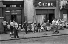 30 Astonishing Vintage Photographs Capture Everyday Life in Bucharest Under Ceausescu Era of the and Old Pictures, Old Photos, Romanian Revolution, Nostalgia, Bucharest Romania, Bad Life, Interesting Reads, My Childhood Memories, Vintage Photographs