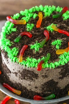 Dirt Cake is a moist chocolate cake recipe filled with frosting & loaded with Oreos! Plus it's layered with more Oreo crumbs & creepy-crawly gummy worms! Easy Sugar Cookies, Sugar Cookies Recipe, Cupcakes, Cupcake Cakes, Kid Cakes, Amazing Chocolate Cake Recipe, Cake Chocolate, Chocolate Cake Fillings, Halloween Chocolate Cake