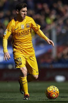 Lionel Messi of Barcelona runs with the ball during the La Liga match between Levante UD and FC Barcelona at Ciutat de Valencia on February 07, 2016 in Valencia