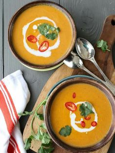 5 Ingredient Thai Pumpkin Soup - 15 Healthy Soups and Stews for Fall Quick Soup Recipes, Vegetarian Recipes, Cooking Recipes, Healthy Recipes, Weeknight Recipes, Eat Healthy, Healthy Soups, Pumpkin Recipes, Fall Recipes