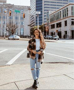 Girl in jeans and dr martens doc martens Cute Winter Outfits, Winter Fashion Outfits, Fall Outfits, Doc Martens Outfit, Outfits With Doc Martens, Edgy Outfits, Cute Casual Outfits, Grunge Outfits, Traje Casual