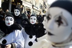 Night Venice Carnival Masks | Venice Carnival 2012: Masked Revelers Are Back at St. Mark's Square ...