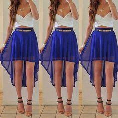 conjunto de falda cola de pato color azul rey, y blusa corta color blanco. Es muy bonito y se está usando mucho últimamente, y no pasa de moda porq se puede usar para cualquier ocasión