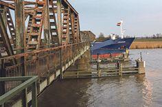 Ems - Friesenbrücke: Weener ↔ Westoverledingen • Emsmoon