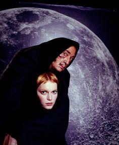 Salvador Dali & Mia Farrow by Philippe Halsman, 1960s https://bit.ly/2Jq4ADi