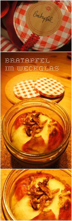 Saftiger Bratapfel im Weckglas, gefüllt mit Zimbutter, Zucker und gerösteten Mandelsplittern