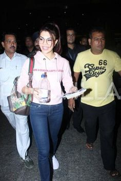 Jacqueline Fernandez glows in pink at the airport Bollywood Celebrities, Bollywood Actress, Jacquline Fernandez, Cute Preppy Outfits, Airport Look, Indian Dresses, Frocks, Photography Poses, Style Me