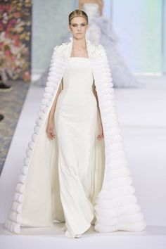 If you're still on the hunt for your dream wedding dress, we've compiled the best wedding gown inspiration the Fall 2016 Haute Couture shows had to offer. Haute Couture Dresses, Couture Fashion, Fashion Show, Paris Fashion, Uk Fashion, Fashion Beauty, Luxury Fashion, Ralph & Russo, Mode Glamour