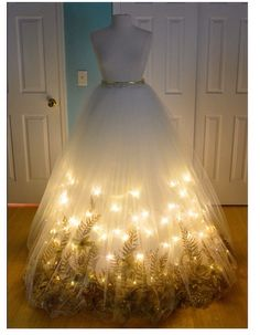 41 Super Creative DIY Halloween Costumes for Teens Beste Last Minute DIY Halloween Kostümideen. Pretty Dresses, Beautiful Dresses, Amazing Dresses, Christmas Angels, Christmas Skirt, Mannequin Christmas Tree, Christmas Dresses, Dress Form Christmas Tree, Christmas Tree Costume