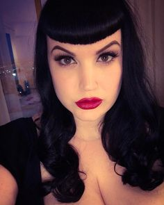 Vintage Hairstyles With Bangs Jacqui - Gothic Hairstyles, Vintage Hairstyles, Hairstyles With Bangs, Cool Hairstyles, Mens Medium Length Hairstyles, Square Face Hairstyles, Rockabilly Hair, Rockabilly Fashion, Rockabilly Style