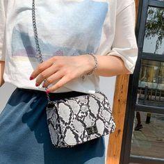 Brand Name: MOJOYCEShape: FlapHandbags Type: Messenger BagsMain Material: PUClosure Type: HaspHardness: HardExterior: NONEStyle: FashionModel Number: MessengerLining Material: NoneOccasion: VersatileGender: WomenPattern Type: SerpentineNumber of H. Types Of Handbags, Wild Girl, Cloth Bags, Luxury Handbags, Snake Print, Casual Tops, Cross Body Handbags, Casual Outfits, Shoulder Bag