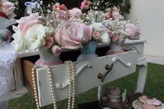 Amo a combinação de rosas com mosquitinho! Fica vintage e super romântico!