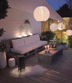 Illuminate Your Patio Area With Sun Catchers – Outdoor Patio Decor Outdoor Rooms, Outdoor Living, Outdoor Decor, Backyard Patio, Backyard Landscaping, Chill Lounge, Garden Furniture, Outdoor Furniture Sets, Pallet Furniture