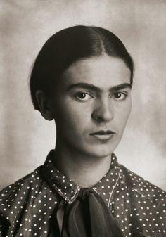 De rares portraits de Frida Kahlo pris par son père  2Tout2Rien