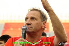 ENZO TROSSERO, IDOLO POR SIEMPRE  Enzo agradece al público el 8-12-12 en el homenaje a los campeones de 1984
