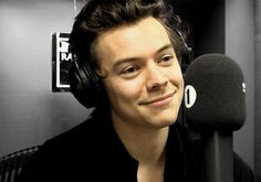 Interview with Grimmy SOTT World Premiere April 2017 Harry Styles Gif, Harry Styles Photos, Harry Edward Styles, Love Of My Life, My Love, Harry 1d, Harry Styles Wallpaper, Mr Style, Family Show