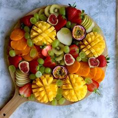 Fruit Platter Mango Ideas For 2019 Fruit Juice Recipes, Fruit Smoothies, Christmas Fruit Salad, Breakfast Pictures, Breakfast Ideas, Fruit Platter Designs, Fruit Creations, Fruit Appetizers, Crudite