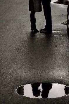 I adore this amazing beautiful couples black and white photography. Shadow Photography, Reflection Photography, Film Photography, Creative Photography, Couple Photography, Street Photography, Photography Aesthetic, Landscape Photography, Nature Photography