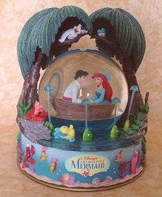 """Kiss the Girl"" The Little Mermaid Snow Globe... I would absolutely love this if it were mine."