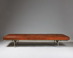 http://www.modernity.se/daybed-pk80-designed-by-poul-kjaerholm-for-e-kold-christensen/