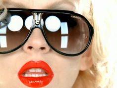 Christina Aguilera are o afinitate pentru ochelarii de soare Carrera Stylish Sunglasses, Mirrored Sunglasses, Sunglasses Women, Christina Aguilera, Discount Ray Ban Sunglasses, Carrera Sunglasses, Eyewear Trends, Cheap Ray Bans, Wearing Glasses