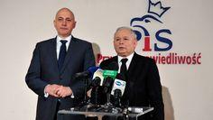 Prezes PiS Jarosław Kaczyński (na zdj. z prawej) i przewodniczący Komitetu Wykonawczego PiS poseł Joachim Brudziński (na zdj. z lewej) podczas konferencji prasowej