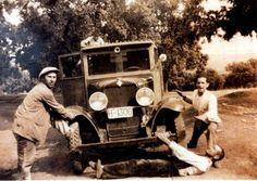 """""""Primeros camiones de Higuera de la Sierra, Huelva, año 1920""""."""