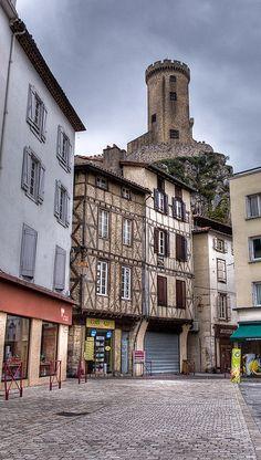 Le Château de  Foix depuis le centre ville - Ariège, Foix -