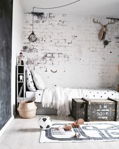 Rustic monochrome kid's room - great textures in the wall and textiles add character and cosyness Cool Kids Rooms, Teenage Room, Ideas Hogar, Kids Room Design, My New Room, Interiores Design, Boy Room, Kids Bedroom, Room Inspiration