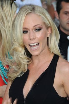 Kendra Wilkinson Celebrates First Night Out Since Husband Hank's Affair, Leaves Wedding Ring at Home | In Touch Weekly
