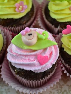 Super ideas for baby shower neutral cupcakes pink, Baby Shower Cupcakes Decorations, Baby Shower Sweets, Baby Shower Drinks, Baby Shower Cake Pops, Fondant Cupcakes, Fun Cupcakes, Cupcake Cakes, Wedding Cupcakes, Trendy Baby
