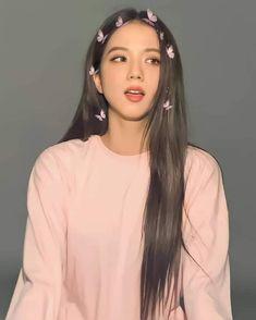 Jisoo Do Blackpink, Kim Jisoo, Black Pink ジス, Clueless Outfits, Blackpink Poster, Blackpink Members, Blackpink Video, Blackpink And Bts, Blackpink Photos